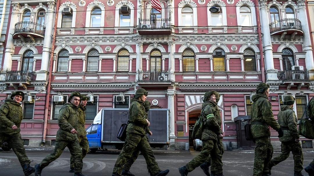 Mirror Images: The Standoff between Moscow and Western Capitals